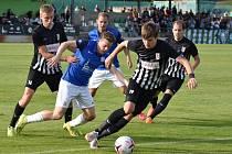 Fotbalisté Brandýsa (v černém) vstoupili do nového ročníku divize vítězně.