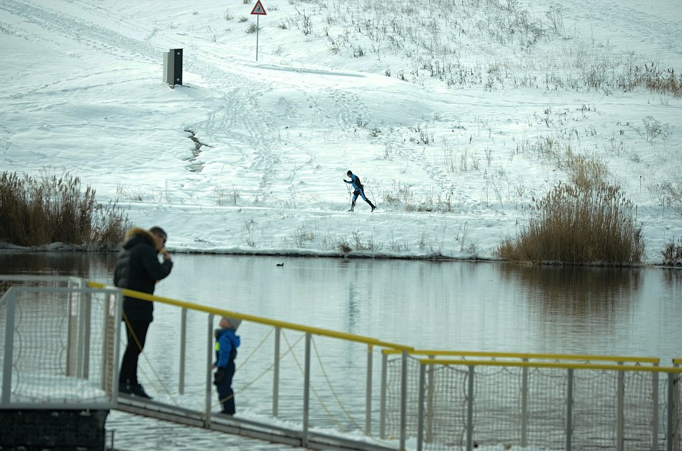 Jezero Most v sobotu odpoledne 13. února 2021.