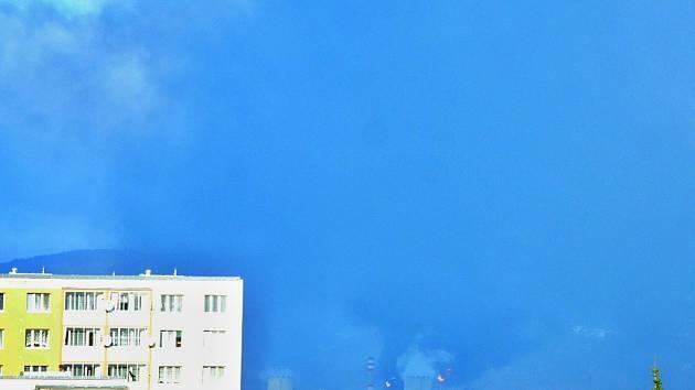 Z chemičky mezi Mostem a Litvínov unikal kouř