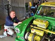 Jens Seidel představuje zeleného krasavce, s nímž chce uspět na autodromu v Mostě.