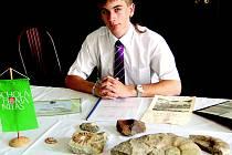 Michal Šrámek zaujal v soutěži talentovaných středoškoláků. Jeho práce o paleontologickém průzkumu obce Černčice u Loun získala 1. místo v celostátním kole.