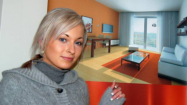 Jana Střihavková, asistentkA realitní kanceláře WS, která nabízí k pronájmu byty v mosteckém Odeonu, ukazuje vizualizaci jednoho z mnoha bytů. Zájemců je podle ní hodně.