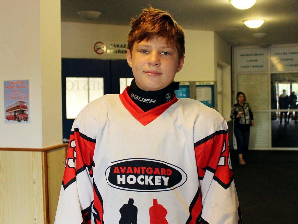 Mladý hokejista Andrej Gluchov.