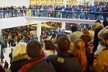 Dav v Centralu čeká na čerty při první Krampus show v Mostě.
