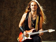 Kapelník a kytarista Ulrich Ellison z Texasu míří do Mostu.