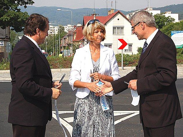 Otevírání kruhového objezdu v Litvínově-Janově.