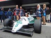 The Most Historic Grand Prix 2018. Hostesky autodromu si vyzkoušely vítězný Willams.