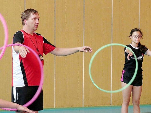 Trenér hokejových brankářů Josef Březina na tréninku badmintonistů Super Stars Most.
