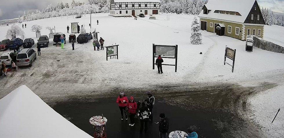 Situace na Lesné v Krušných horách mezi okresy Most a Chomutov v neděli 10. ledna odpoledne.