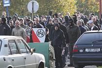 Demonstrace radikálů proti janovským Romům.