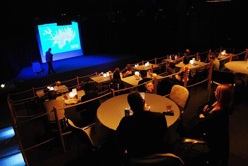 Přednáška Jana Buriana o Islandu zahájila provoz multifunkčního kulturního sálu Studio3 v bývalém kinu Mír v suterénu mostecké knihovny. Sál  provozuje nahrávací studio Ponte Records založené Mírou Kuželkou.