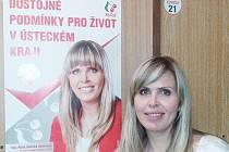 """Hana Aulická Jírovcová sledovala v sobotu průběh voleb v sídle mostecké KSČM v paneláku """"hokejka""""."""