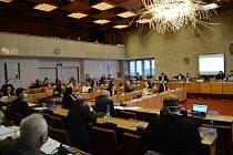 Zasedání mosteckého zastupitelstva.