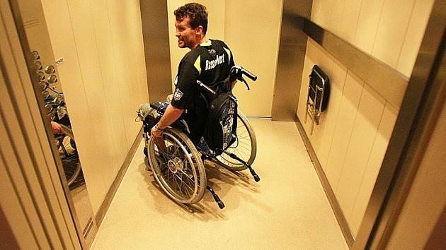 Petr Junek v Nemocnici následné péče v Mostě, kde byl letos na rehabilitaci od ledna do konce dubna a kterou si pochvaluje.