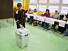Volby v Mostě v pátek 20. října. Hlasování na 3. ZŠ Most