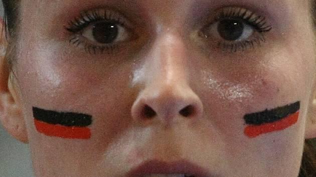 Mostecké házenkářky se pro play off vyzdobily válečnými barvami. Na snímku je Michaela Janoušková.