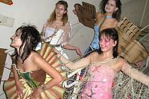 Studenti oboru operátor oděvní výroby ze Střední odborné školy Meziboří získali stříbro a bronz v soutěži Prostějovská zlatá jehla 2008.