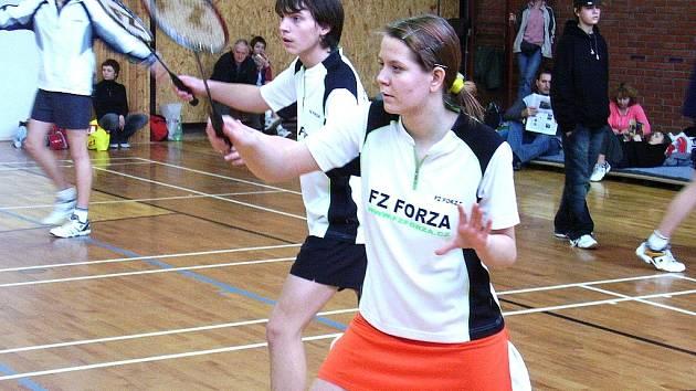Zuzana Jeřichová se Stanislavem Bílkem z mosteckého badmintonového oddílu Super Stars Most při čtyřhře na turnaji.