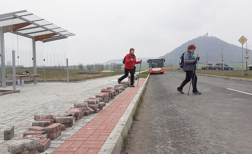 K jezeru Most vyjel poprvé autobus MHD linky 16.