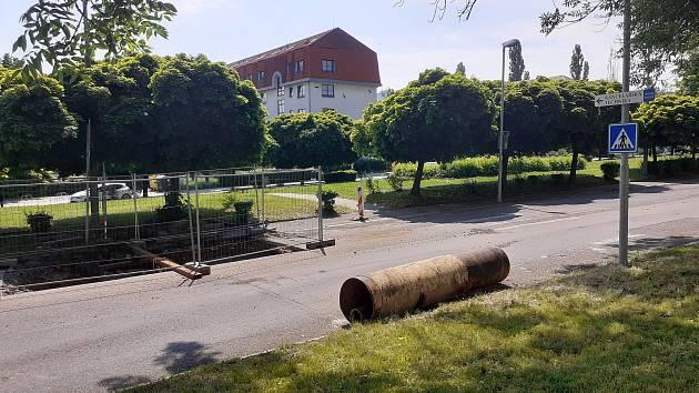 Park v ulici ČSA v Mostě.