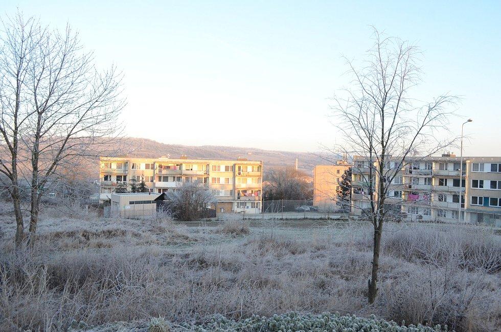 Obec Obrnice se probouzí do lednového rána.