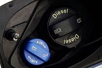 Hrdlo nádrže osobního vozu s dieselovým motorem s technologií AdBlue