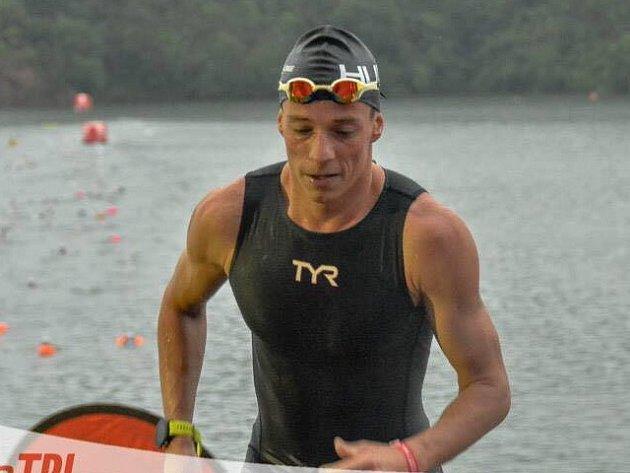 Triatlonista Jakub Langhammer na závodech v Asii.