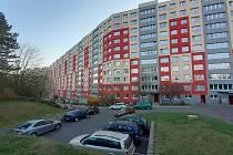 """Blok 525 """"hokejka"""" v ulici Javorová."""