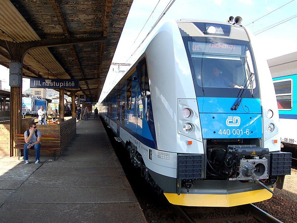 Nová souprava na mosteckém nádraží.