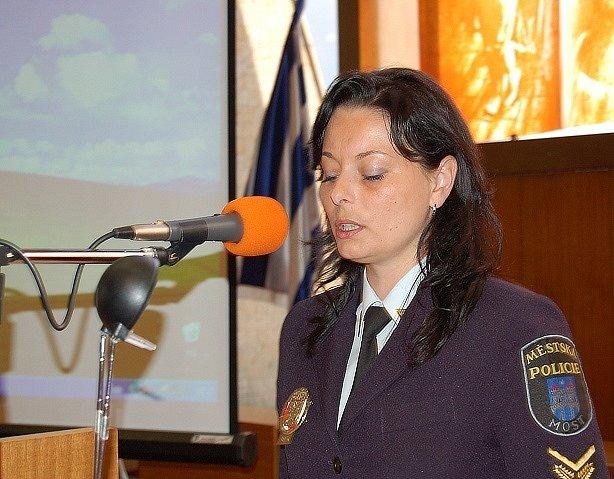 Lucie Jungmannová, preventistka mosteckých strážníků, při přednášce určené dětem a mladistvým.