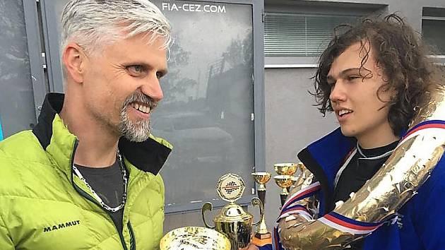 Piloti Danny Luderer a Matěj Kácovský.