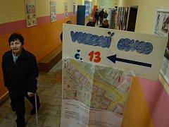 V Mostě začalo v pátek 26. ledna druhé kolo volby prezidenta. Na snímku 7. ZŠ.