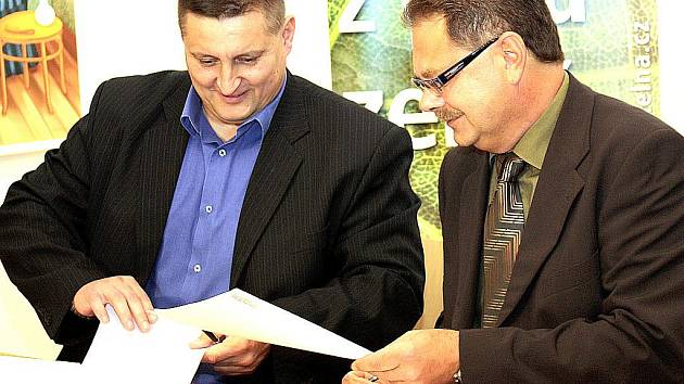Předseda svazku Martin Klika (vlevo) a šéf Litvínovské uhelné Petr Kolman.