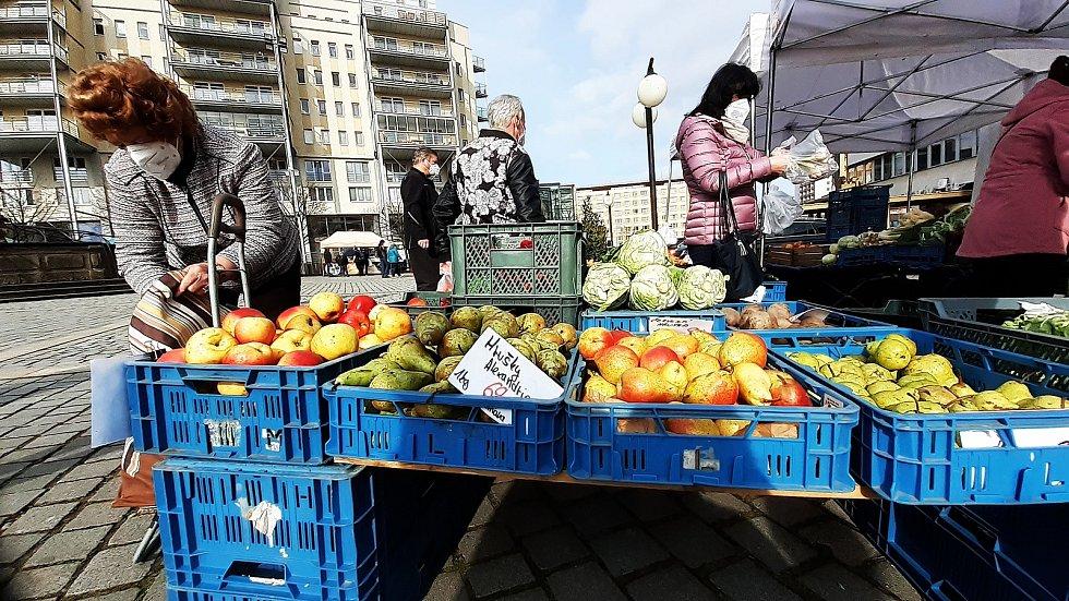 Farmářský trh na 1. náměstí v Mostě v sobotu 24. dubna..