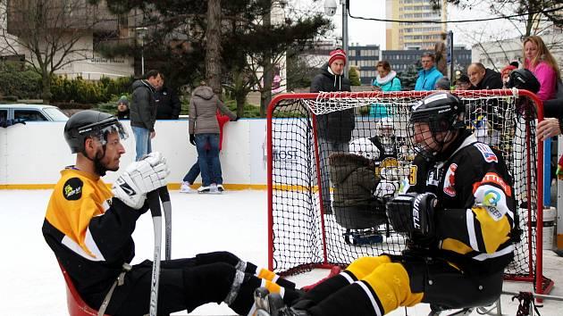 Mostečané poznávali sledge hokej.