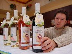Vystavovatelé lákali ve foayer mosteckého kulturního domu Repre na ochutnávku Svatomartinských vín z Moravy.