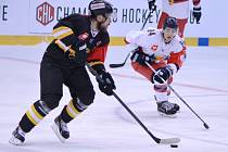 Litvínov (v černém) proti Grenoblu na domácím ledě.