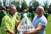 Fotbalový stadion v Libočanech byl svědkem oslavy 65. narozenin bývalého fotbalisty a později dlouholetého trenéra Jana Laibla.