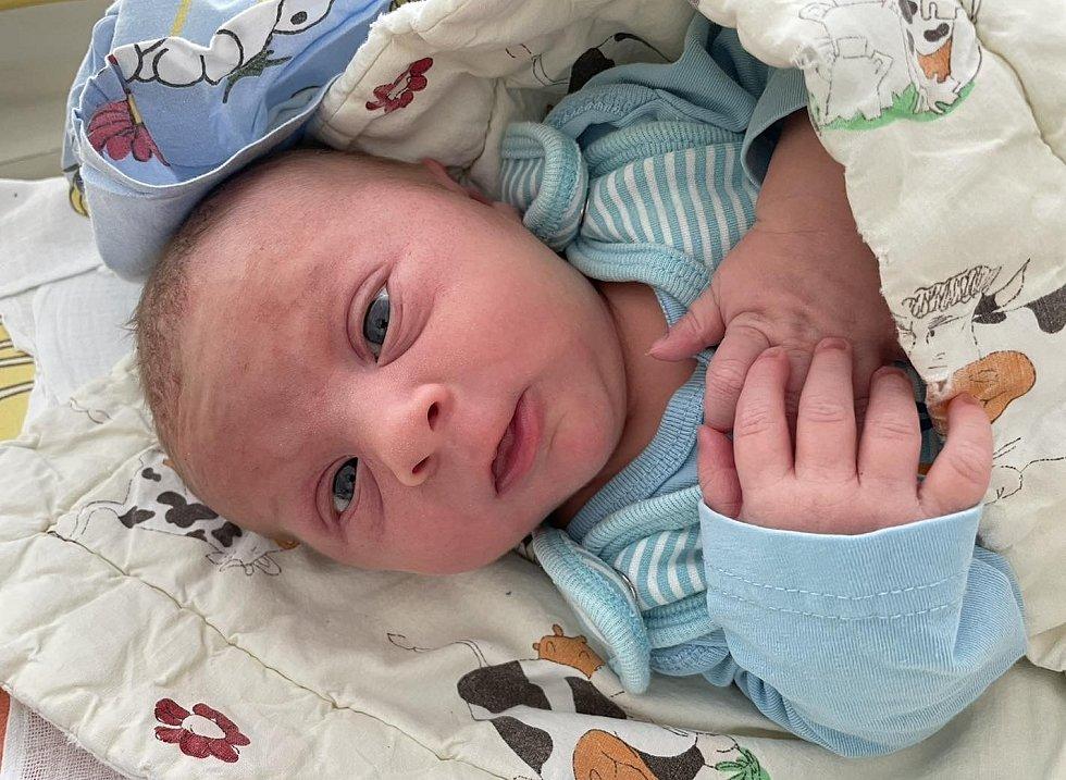 Pavel Kavický se narodil 13. června v 15.05 hodin mamince Michaele Žáčkové z Mostu. Měřil 49 cm a vážil 3,58 kg.