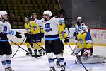 Mostečtí lvi (v bílém) doma přejeli ústecký Slovan 5:1.