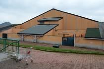 Zimní stadion v Mostě je zavřený, ve čtvrtek 12. listopadu vypadal opuštěně.