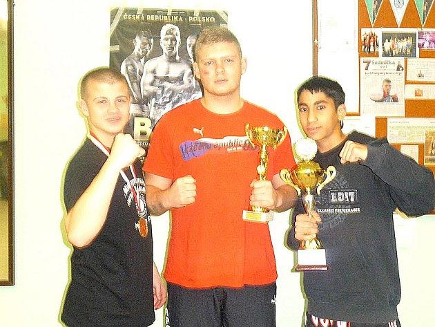 Mostečtí úspěšní boxeři zleva Roman Klein, Karel Krajník a Daniel Bažo.