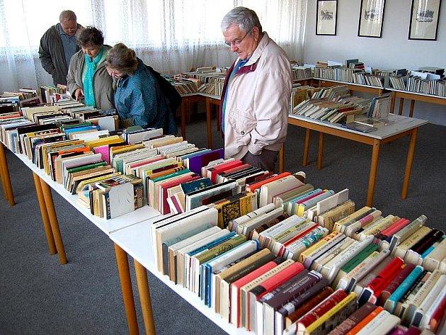 Burza knih v mostecké knihovně
