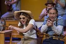 Městské divadlo v Mostě uvedlo swingovou komedii Škola základ života