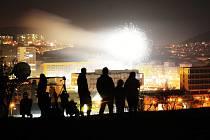 Silvestrovský ohňostroj při vítání roku 2021 v Mostě