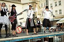 Velká karnevalová tančírna s kapelou Nedloubej se v nose bude v Divadle rozmanistostí.