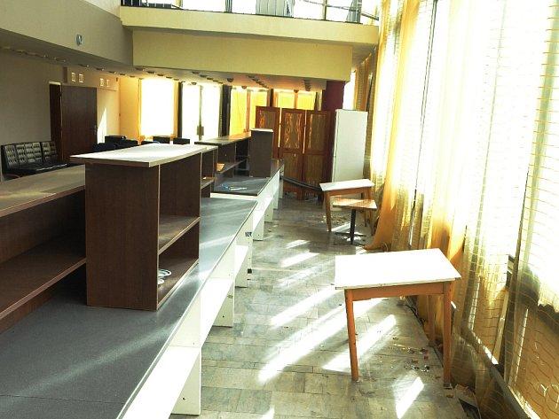 Bar u hlavního sálu Repre.