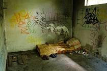 Příbytek bezdomovce.