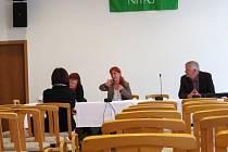 Sama s politiky. Na čtvrteční debatu dorazila do Scholy Humanitas jen jedna občanka.