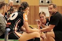 Trenér Pavel Farář má za sebou úspěšnou premiéru u týmu starších dorostenek DHK Baník Most.